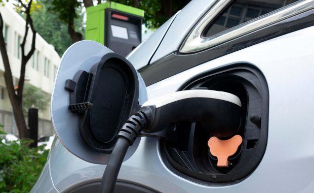 Punto de recarga de vehículo eléctrico y movilidad sostenible en Canarias por GHC